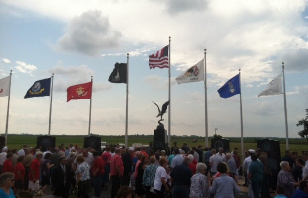 Citizens Gather to see New Berlin Veterans Memorial
