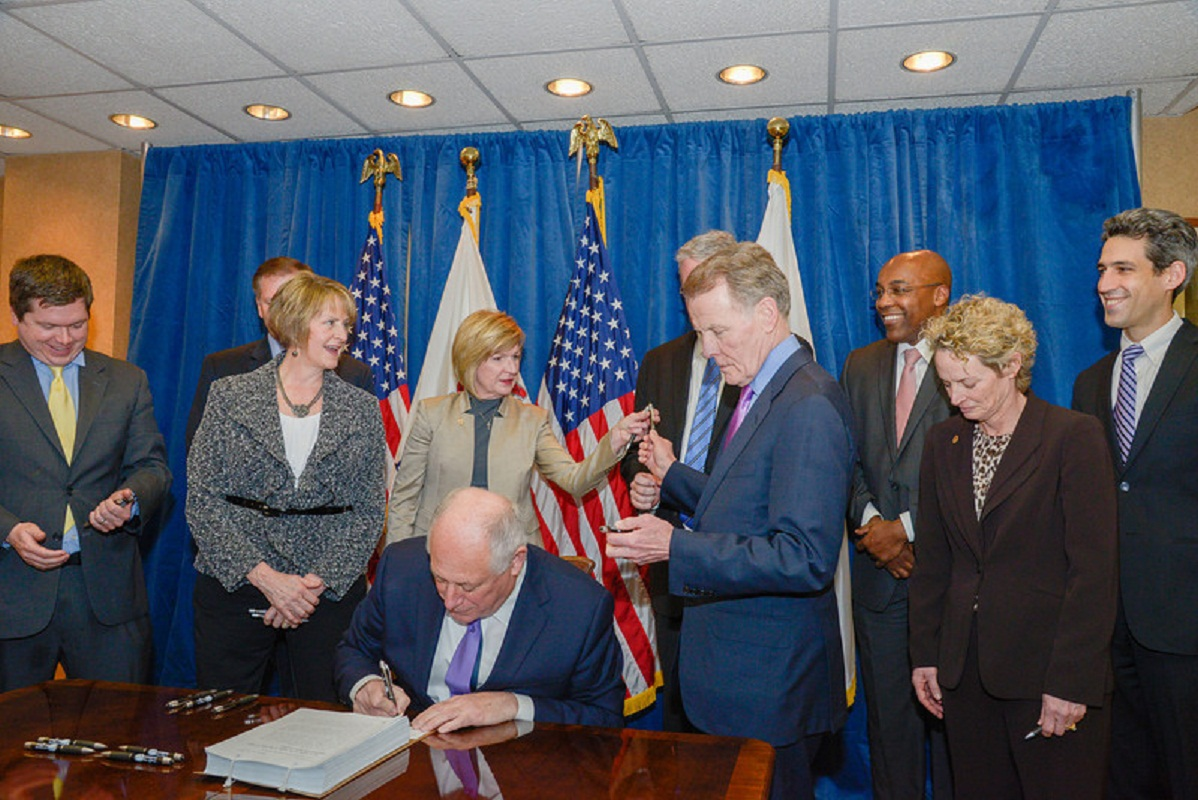 Quinn Signs Bill to Expand Medical Services to Those In Need