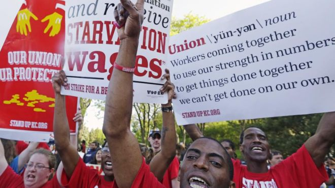 Minimum Wage: Illinois Workers Demand Increase